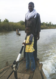 """Still from Samouté Andrey Diarra's """"Sand Fishers,"""" 2012"""