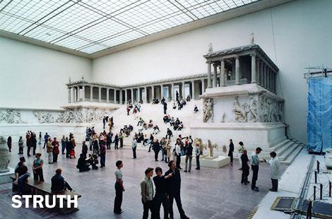 Thomas Struth, Pergamon Museum I, Berlin, 2001
