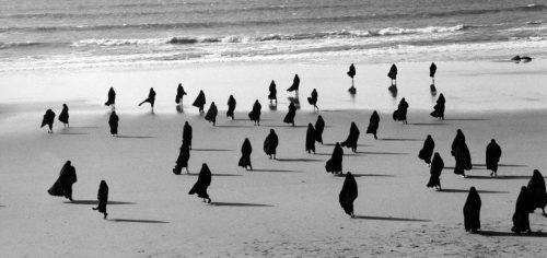 Shirin Neshat, Rapture Series, 1999. Photograph taken by Larry Barns. © Shirin Neshat. Courtesy Gladstone Gallery, New York and Brussels