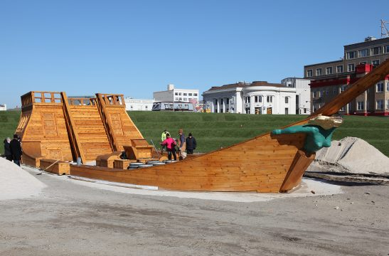 Ilya and Emilia Kabakov, Pirate Ship in Atlantic City, 2010