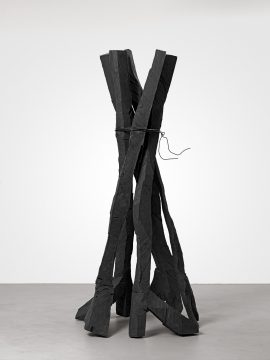 Georg Baselitz, Zero Dom (Zero Dome), 2015. Bronze patinated, 301.5 x 164 x 151 cm. Privately owned. Courtesy Galerie Thaddaeus Ropac London·Paris·Salzburg. © Georg Baselitz, 2018. Photo: Jochen Littkemann