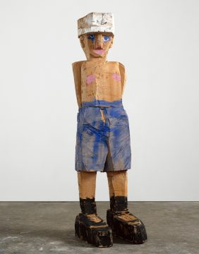 Georg Baselitz, Meine neue Mütze (My New Hat), 2003. Cedarwood and oil paint, 301.5 × 83.5 × 107 cm. Pinault Collection. © Georg Baselitz 2018. Photo: Jochen Littkemann, Berlin