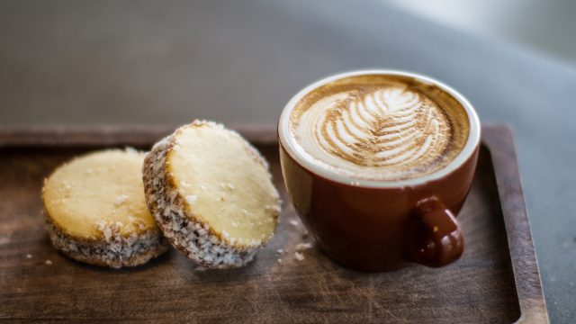 Dolcezza latte and cookies
