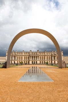 Lee Ufan , Relatum – The Arch of Versailles, 2014. Installation view, Château de Versailles. © ADAGP Lee Ufan - Courtesy the artist, Kamel Mennour and Pace. Photography: Fabrice Seixas