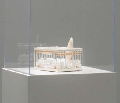 Marcel Duchamp Why Not Sneeze, Rose Sélavy? 1921 Marble cubes, thermometer, cuttlebone in a small birdcage 5 3/8 × 9 3/8 × 7 3/8 in. (13.7 × 23.8 × 18.7 cm) edition: Schwarz replica of 8 replicas and 5 additional replicas Installation view of Marvelous Objects: Surrealist Sculpture from Paris to New York at the Hirshhorn Museum and Sculpture Garden, 2016 Promised gift of Aaron and Barbara Levine Photo by Cathy Carver © Association Marcel Duchamp / ADAGP, Paris / Artists Rights Society (ARS), New York 2018