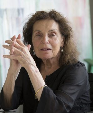 Pat Steir in her studio. Photo: Jean-François Juassaud. Courtesy Lévy Gorvy.