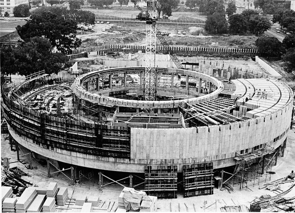 Archival photo of Hirshhorn museum being built
